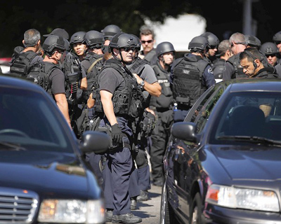 Los Angeles Police Department SWAT team members were among dozens of officers who searched Thursday afternoon for two men, one of whom shot and wounded an officer in South L.A. (Barbara Davidson / Los Angeles Times / August 25, 2011)